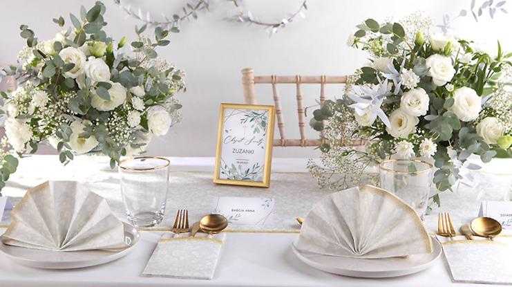 dekoracje stołu na chrzest srebrno-złote