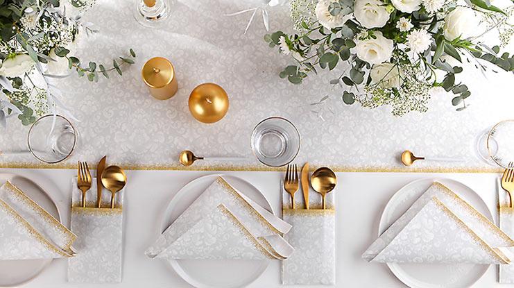 dekoracje stolu na komunie i chrzest dziecka, serwetki, obrus, bieżnik, swiece