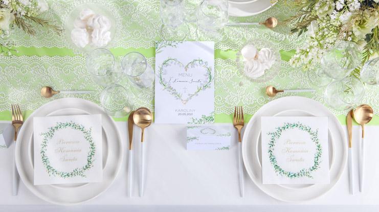 dekoracje komunijnego stołu konwalie jasnozielone