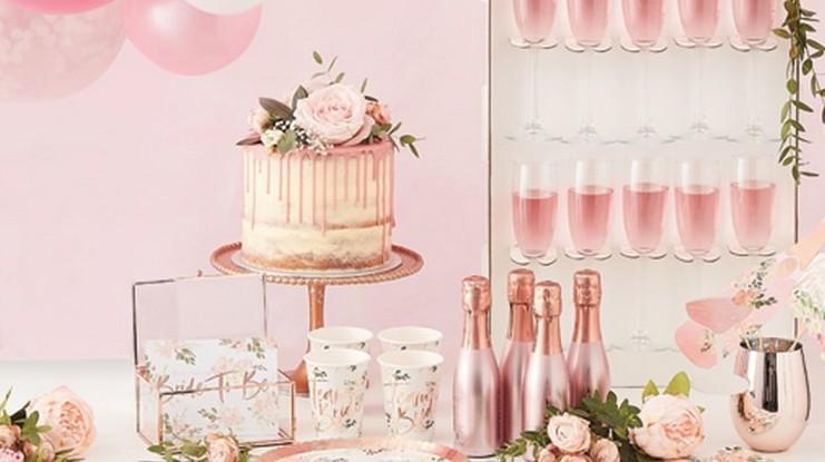 Pomysł na panieński różowe złoto i kwiaty