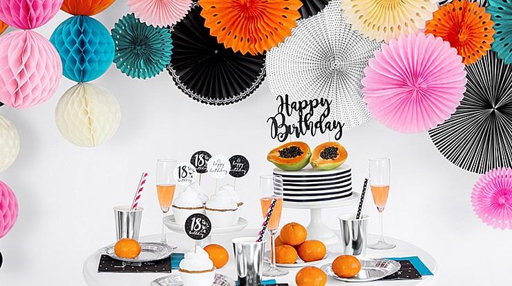 urodzinowe rozety, pompony i kule