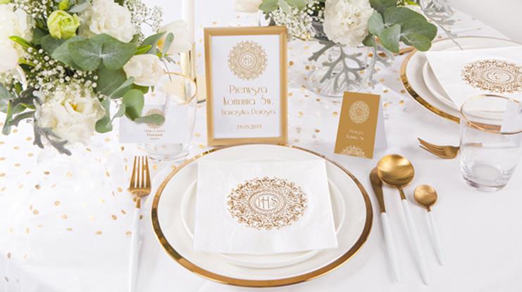 dekoracje na stół komunijny biało-złote