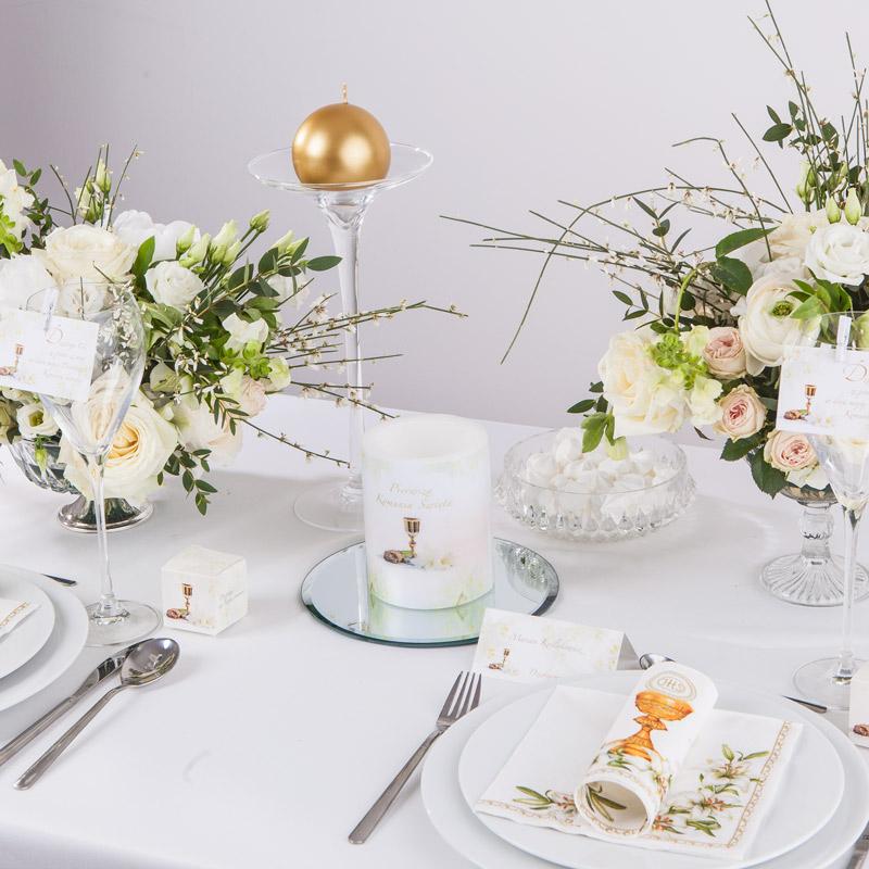 dekoracje komunijne jak dekorować stół