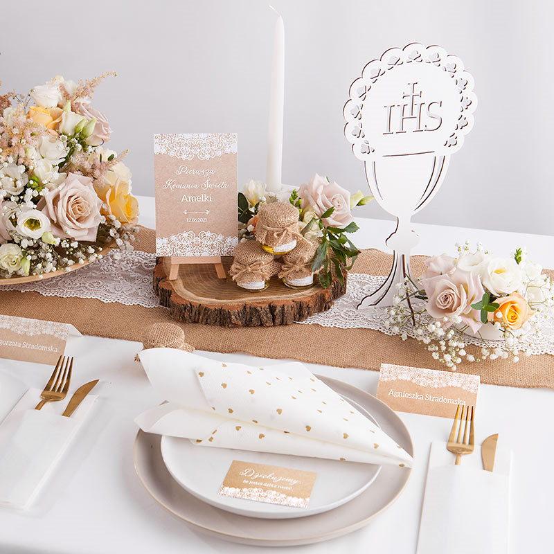 dekoracja stołu komunijnego w stylu rustykalnym